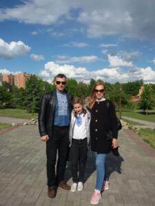 4-Б Висіканцева Аня з батьками